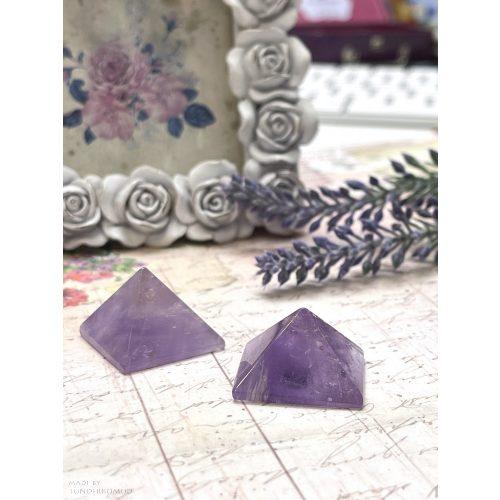 Ametiszt piramis 2x2 cm